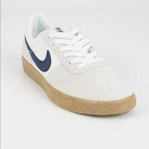 Nike SB Team Classic in Summit White/Blue Void